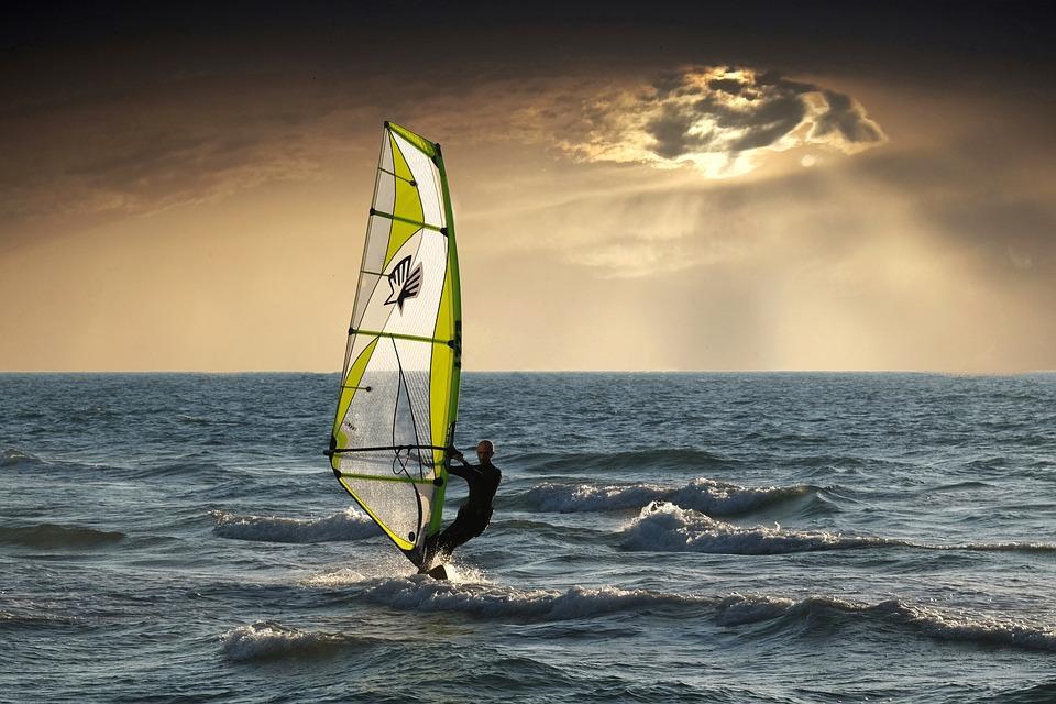 windsurfing-2298647_960_720