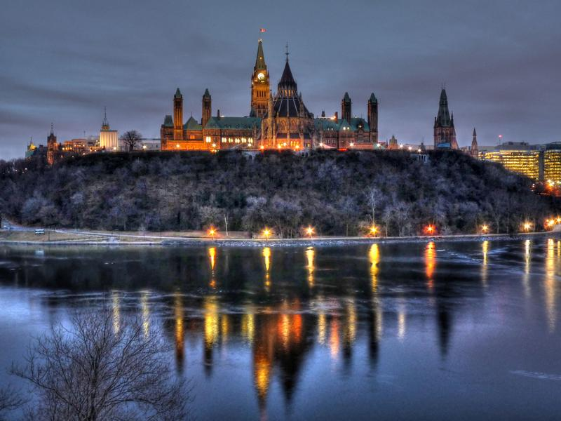 dawn-at-ottawas-parliament-hill_1576981_m