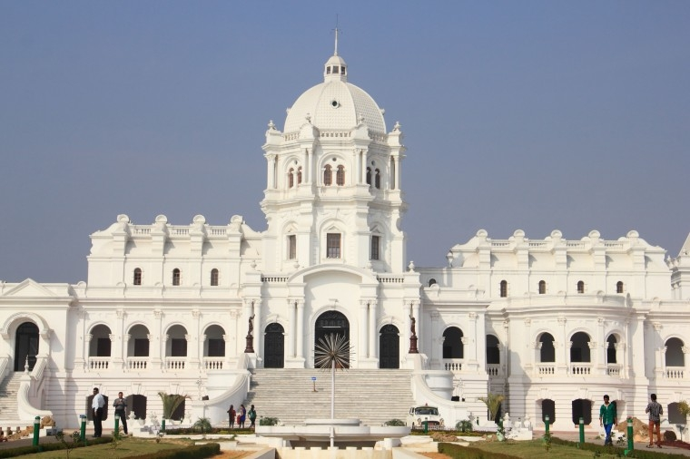 1425890922ujjayanta-palace-attraction-tripura
